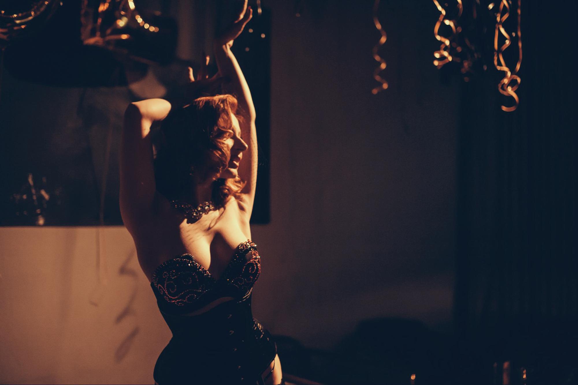 Madame de Minou burlesque zdjęcie z pokazu burleski Gentleman Charlie Warszawa