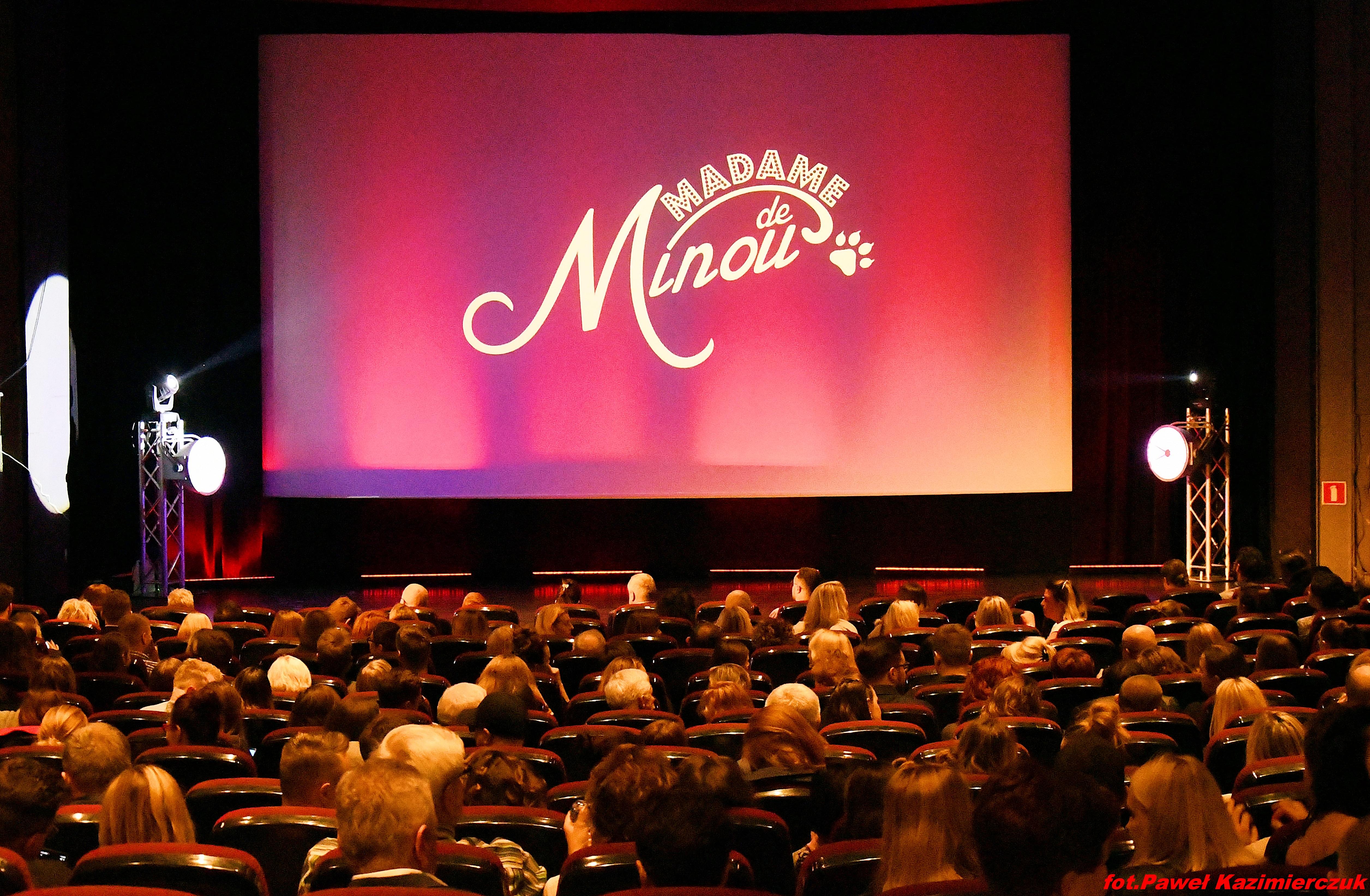 burleska kino luna madame de minou